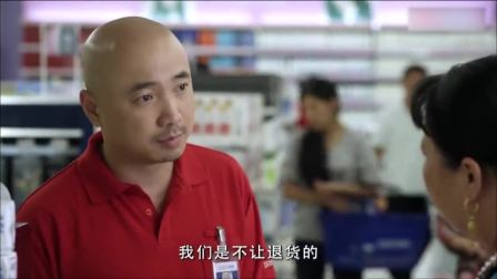 大妈超市买卫生巾,拆开后居然要退货,男售货员的处理方式太机智