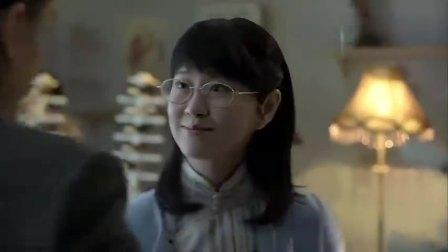 伪装者:锦云给明台试眼镜,明台赶紧把脸凑过来