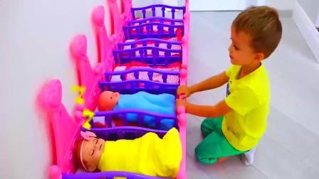 儿童亲子互动,小正太萌娃过家家照顾小婴儿宝宝!快来看看吧