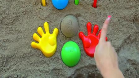 外国萌宝时尚,我们一起玩沙子制作简单图案吧,有趣极了