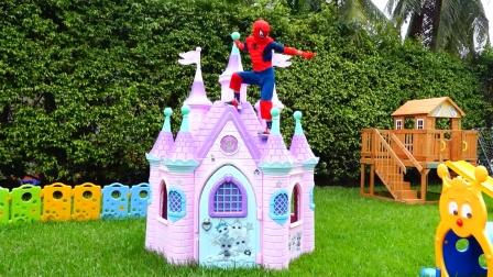 蜘蛛侠:蜘蛛侠与绿巨人救人!