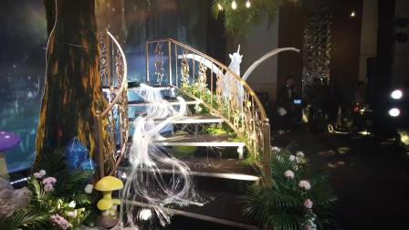 今天再来给大家介绍一款在婚礼上可以做瀑布的材料,太美了