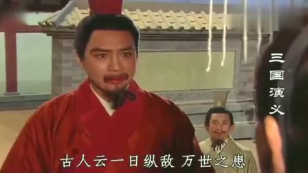 刘备刚走不远,曹操就派许褚来追刘备,怎料刘备却端坐着等他