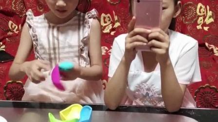 少儿益智:小妹妹,正在玩球
