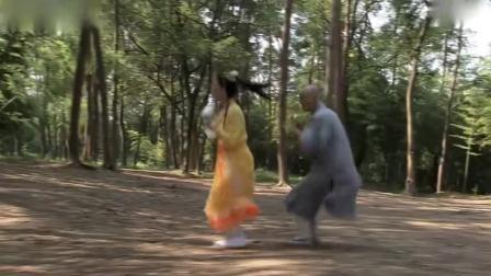 白雪偷看陈亮赵斌练功,差点变成兔子鬼,没想她做鬼都不放过赵斌