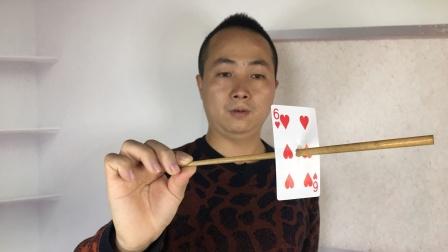 为什么筷子从扑克牌中间穿透,但牌没有洞?学会骗朋友玩玩