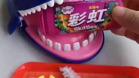 亲子幼教宝宝:大鲨鱼又牙疼了吧,下次不要那么贪吃啦
