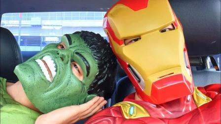 蜘蛛侠:钢铁侠和绿巨人在汽车内跳舞!