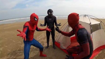 蜘蛛侠:蜘蛛侠三人挤帐篷内的不好之处,熏死人!