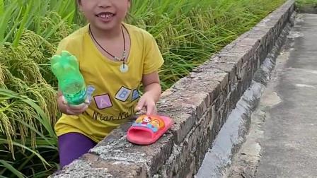 童年趣事:姐姐帮我捡下鞋
