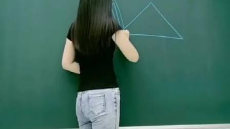 美丽幼师在黑板上画千纸鹤,没想到身材会这么好