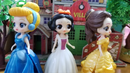 白雪公主故事 白雪真有办法,立刻让贝儿和灰姑娘停止了争吵