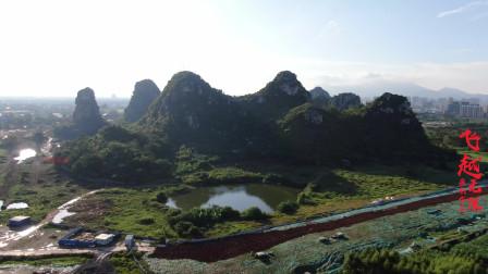 贵港一座马鞍形状的山下,前面还有个水塘,这里景色独特!