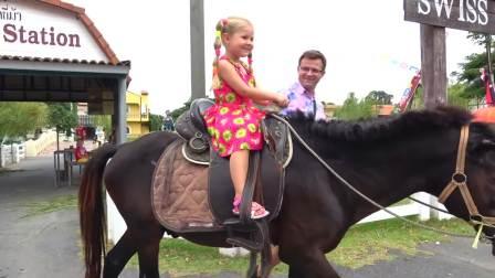 美国时尚儿童,宝爸带着小萝莉骑马,快来看看吧