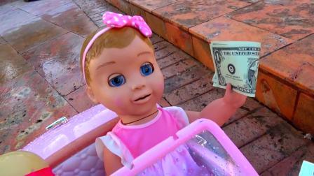 美国儿童时尚,小萝莉在帮大家洗车,好棒啊