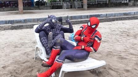 蜘蛛侠:毒液看到蜘蛛侠的脚趾头,突然有了灵感!
