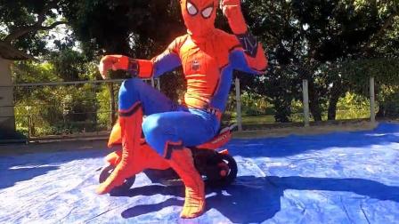 蜘蛛侠:蜘蛛侠玩气球,玩的不亦乐乎!