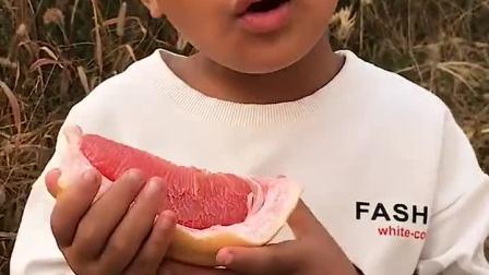清晰的童年:你这小孩,怎么把皮都吃了!