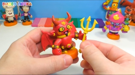 手办:用橡皮泥手工制作游戏人物,拿着三叉戟,样子好像牛魔王啊
