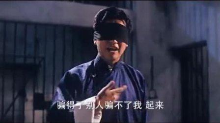 带着眼罩打架像战神,摘下瞬间变怂,这是什么情况?