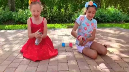 国外少儿时尚:小女孩们在家打扫卫生,太高兴了