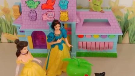 亲子幼教宝宝:白雪和贝儿吃了苹果变成了猪。