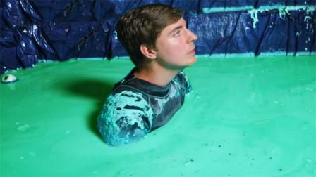 老外作死实验:在史莱姆中浸泡24小时,这会是一种怎样的体验!
