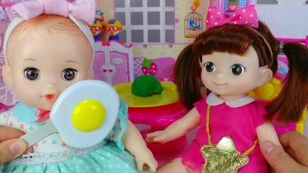 儿童亲子互动,婴儿娃娃巧克力蛋和食物烹饪,太有意思了