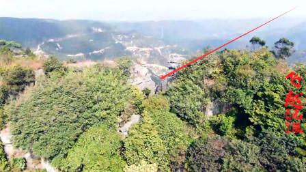 广西灵山陆屋开甲山,两座石山形成一道山门,难得一见的自然奇观!