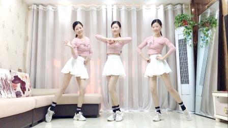 网红广场舞《人潮里拥抱》流行活力健身操
