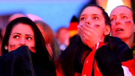 美国姑娘来中国,在街上看到这幕后大呼:这在美国根本不可能!