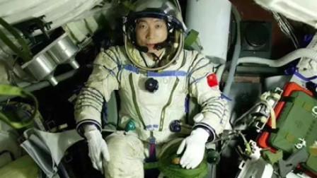 杨利伟上太空为何带1把64式手枪,才7发子弹:要打外星人吗?