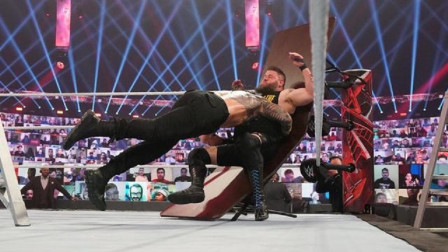 WWE TLC大赛2020爆桌集锦,米兹被人像小孩子一样丢出去