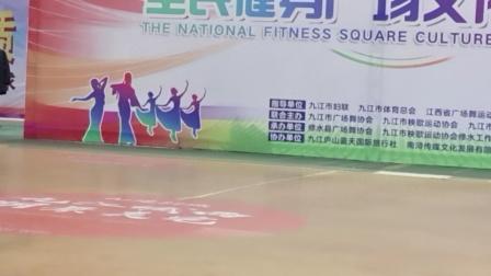 凤鼓舞蹈队表演祝福祖国。