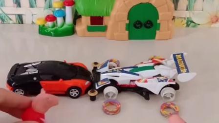 小猪佩奇乔治玩小汽车玩具,乔治的车轮胎掉了,奥特曼帮忙修好