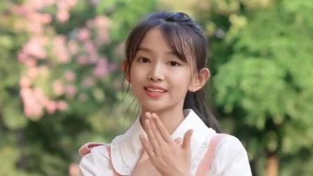 童模宋小睿一首唱跳版的《笑纳》歌声动听,舞姿优美精彩至极!