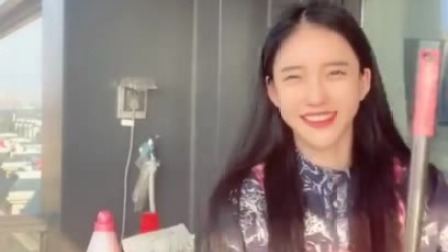 潘南奎小姐姐准备打扫卫生了