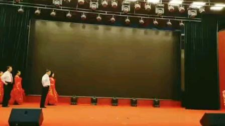 北镇市秧歌舞蹈协会《元旦汇演》北镇万隆舞蹈队《集体交谊舞~快四》制作~东明2020.12.23