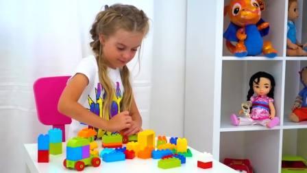 儿童亲子互动,小女孩和家人玩充气玩具!快来看看吧