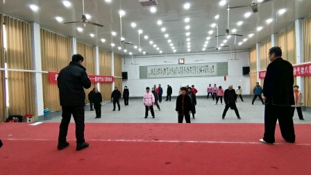 阜南县太极拳健身气功协会走进单位培训健身气功八段锦(8)