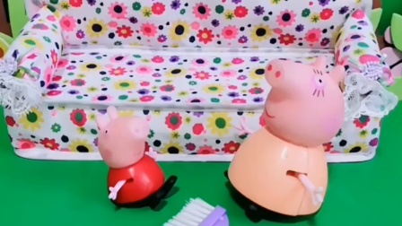 佩奇没有考好,猪妈妈正在批评她呢