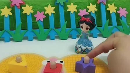 小白雪的蝴蝶齿轮玩具不会转了,贝尔帮小白雪找到圆形齿轮,贝尔真好(1)
