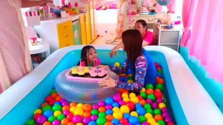 儿童亲子互动,可爱小女孩房车里玩游戏,太有意思了