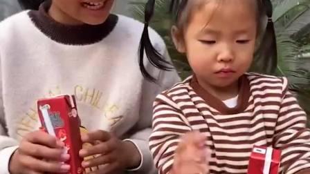 少儿益智:姐姐教你不用吸管也能喝酸奶哦