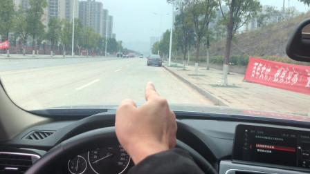 开车如何保证在路中间行驶,避免跑偏
