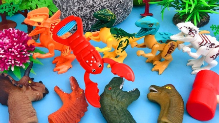 勤奋的夹子 在沙子里挖到很多恐龙小手套