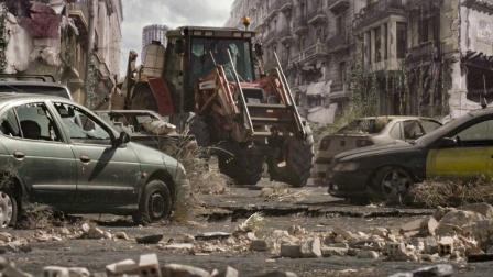 诡异灾难爆发,幸存者去城市求助,可一路所见让他们绝望异常