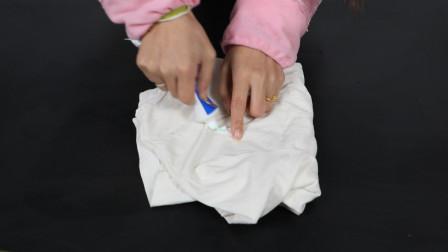 洗衣服也有技巧,这样洗省时省力,方法特简单,快试试