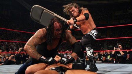 """WWE赛场上冒出三个""""艾吉"""",巴蒂斯塔和送葬者都看懵了"""