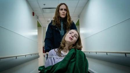 谷阿莫:改编自真实案件,她爱女成痴,用药把女儿喂成全身残疾,让她永不离开《逃跑》